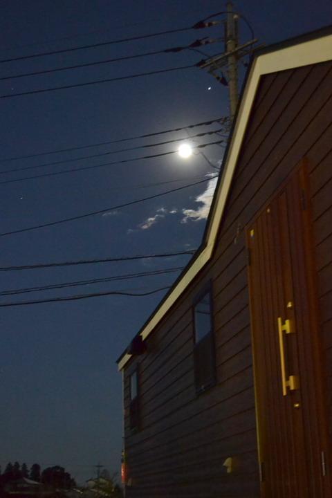 綺麗な満月に見送られ